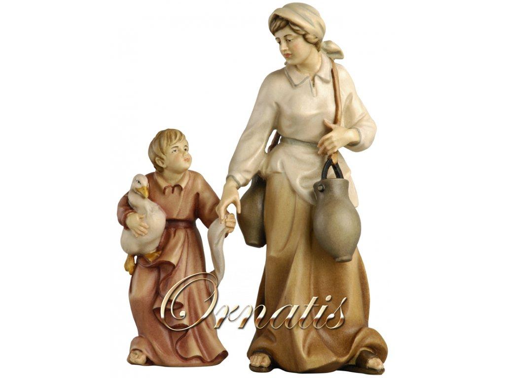 Žena s vodou a malým chlapcem (Velikost salaše Malovaná, Velikost stojících figur 26 cm)
