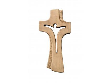 dřevěný vyřezávaný kříž