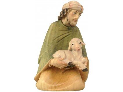 dřevěný vyřezávaný betlém pastýř s ovečkou