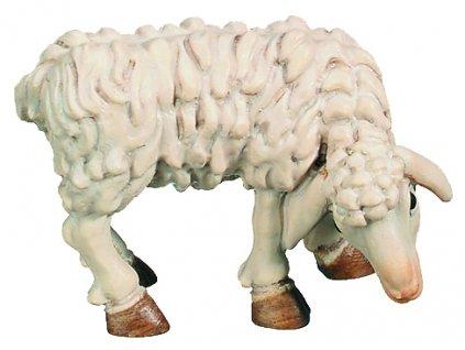Dřevěná vyřezávaná socha Ovce která se pase
