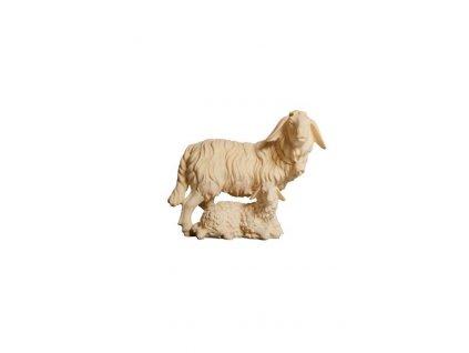 dřevěná vyřezávaná ovečka s jehnětem