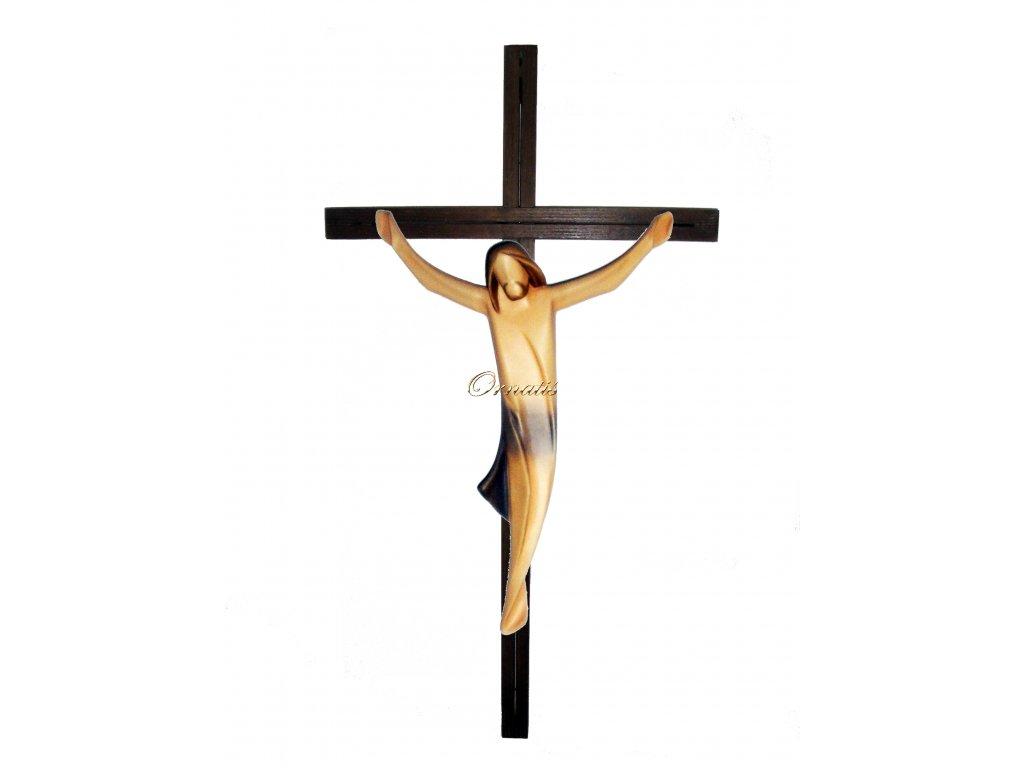 Jezus Chrystus wyrzeźbiony w drewnie na krzyżu