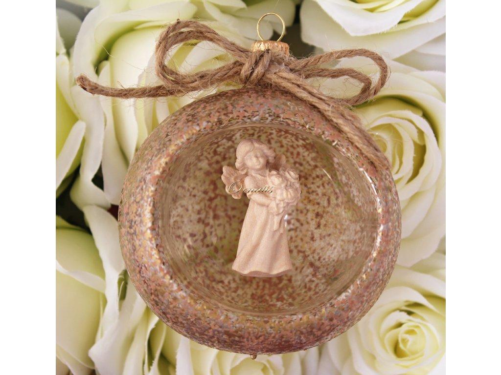 Szklana bombka z drewnianą figurą anioła