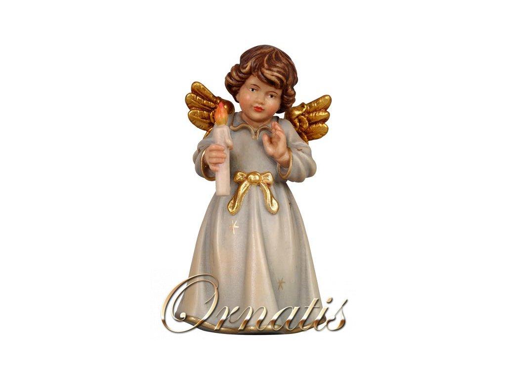 Drevený vyrezávaný anjel so sviečkou