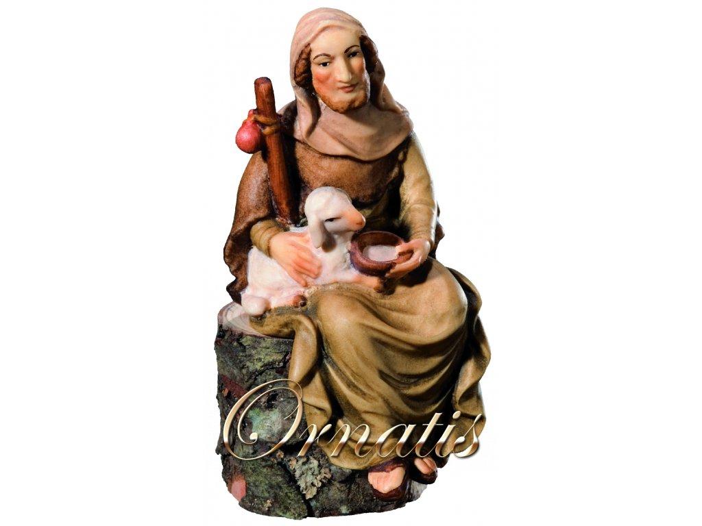 Dřevěná vyřezávaná socha Pastýře z ovečkou a solí