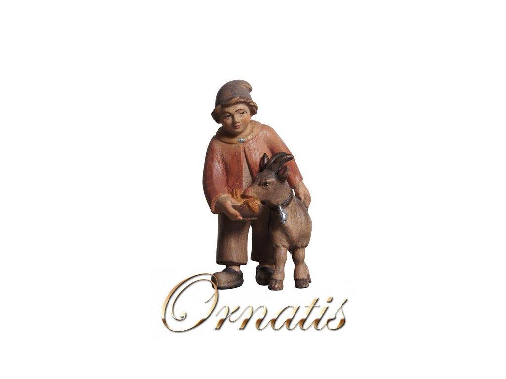 Dřevěná vyřezávaná soška chlapce