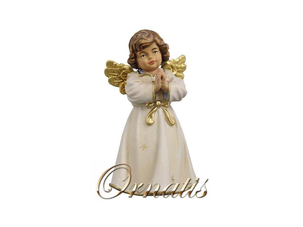 Drevený vyrezávaný anjel modliaci sa