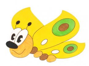 DoDo Střední dřevěná dekorace motýl žlutý