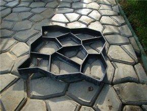 258695 forma 4l na betonove chodniky