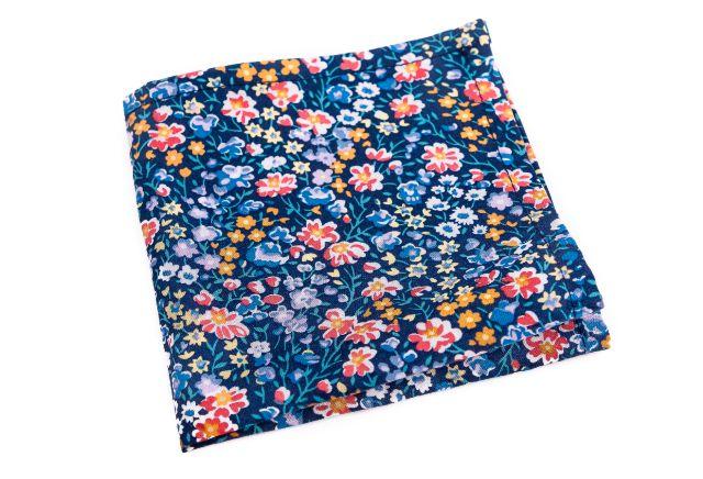 0016_modry-kapesnicek-s-barevnymi-kvety-johan-min