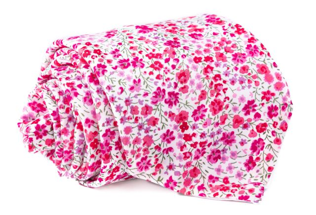 0022_bila-kravata-s-ruzovymi-kvety-emanuel-min