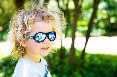 Módní švýcarské sluneční brýle Shadez