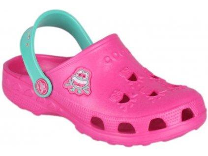 Sandály jsou vyrobeny z revolučního antibakteriálního materiálu CoquiAir, který snižuje riziko přenosu bakterií a jeho barvy udržují stálost