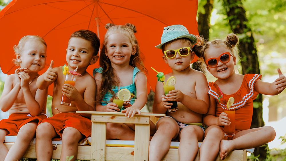 Letní osvěžení s Ovocňákem: recepty na drinky pro malé i velké