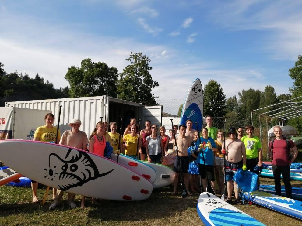 Paddleboardshop a Trash Hero Praha vyčistili břehy Vltavy v Braníku