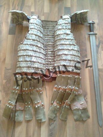 Výroba lamelové zbroje ze surové kůže