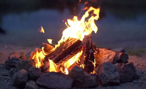 Rozdělat oheň - starým způsobem