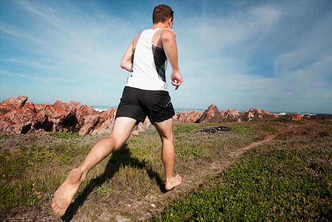 Barefoot běh. Běhání v přírodě naboso. Přirozené běhání bez bot. PAGANIA.CZ - pohanský obchod