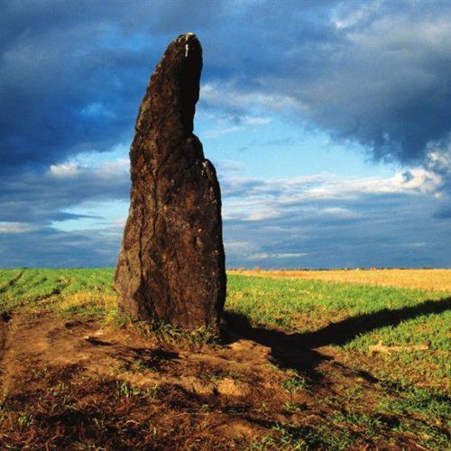 Kamenný menhir - Kamenný pastýř. Megalitická kultura starověku. Doba kamenná - paleolit a neolit. PAGANIA.CZ - pohanský obchod