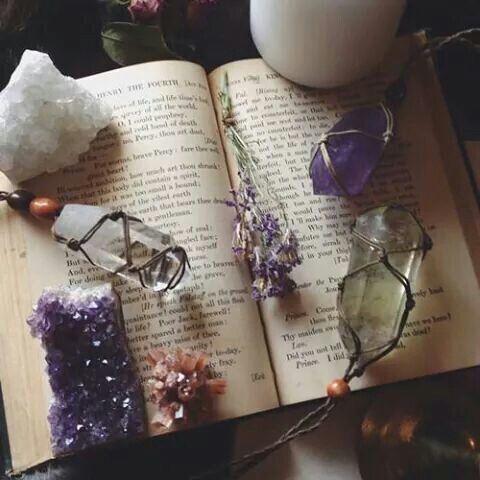 Kniha čar a kouzel. Magie krystalů. Přírodní léčba. PAGANIA.CZ - pohanský obchod
