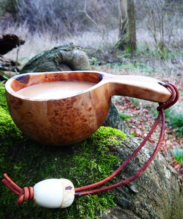 Skandinávská kuksa z březového dřeva. Sámská guksi. Dřevěný hrnek pro vikingy. PAGANIA.CZ - pohanský obchod