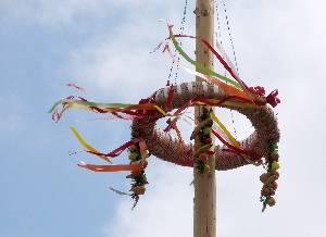 Slovanské obřady plodnosti. Pohanské svátky jara. Májka symbol plodnosti. PAGANIA.CZ - pohanský obchod