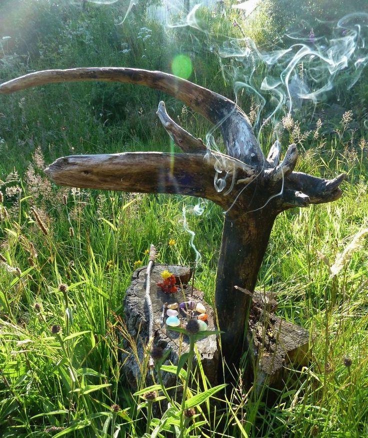 Pohanský oltář. Přírodní magie a šamanismus. Magie stromů. PAGANIA.CZ - pohanský obchod