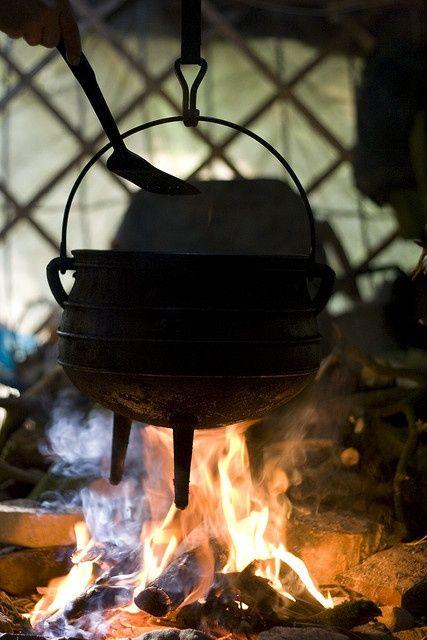 Kotlík a posvátný oheň čarodějnictví. Kouzelný oheň a posvátný plamen. PAGANIA.CZ - pohanský obchod