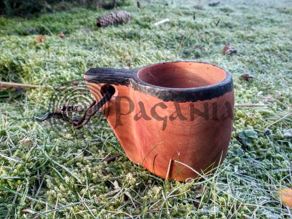 Vojenský dřevěný hrnek. Středověký dřevěný pohár.