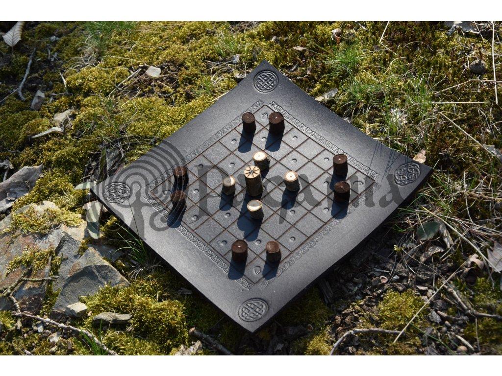 Keltská desková hra Brandubh Arawn