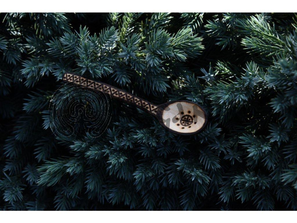Vikingská dřevěná lžíce lžička ručně zdobená Jormungand Skane