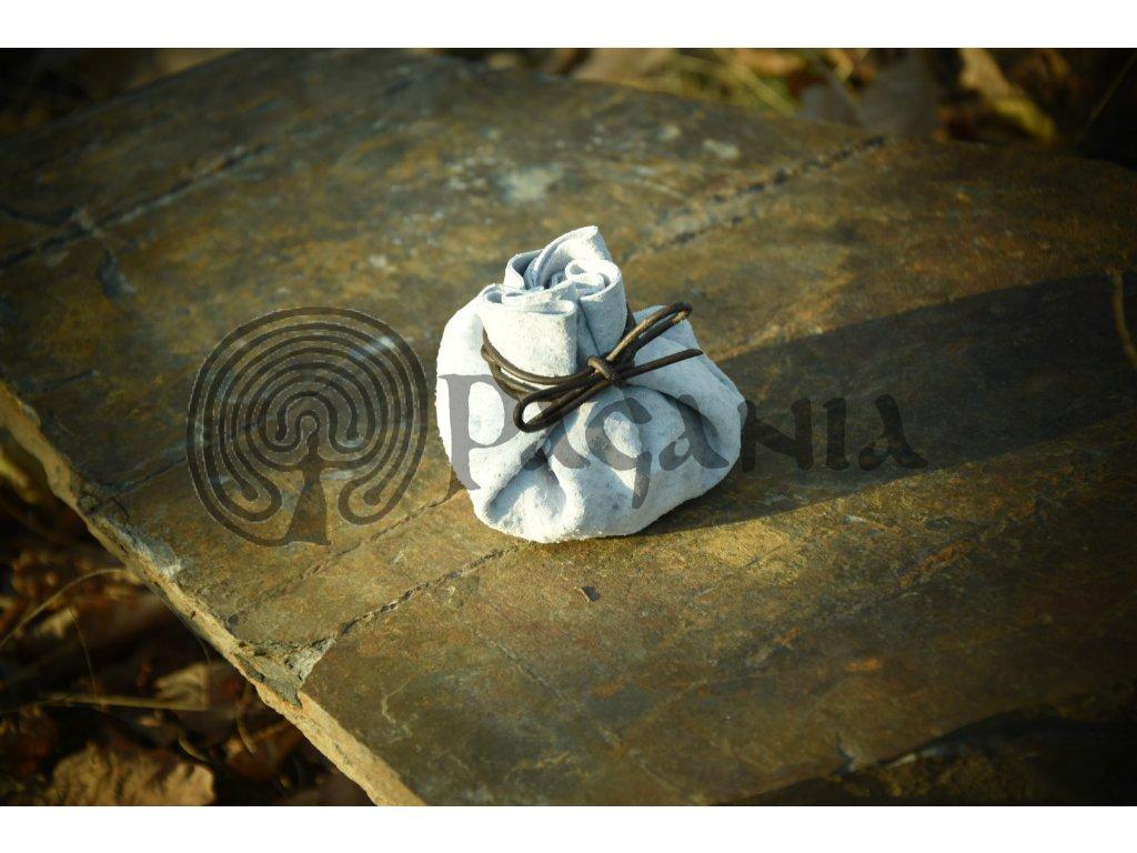 Světlý kožený váček na hrací kameny
