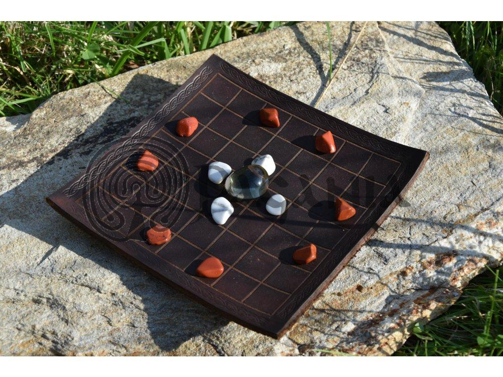 Keltské šachy - historická hra Gwyddbwyll.