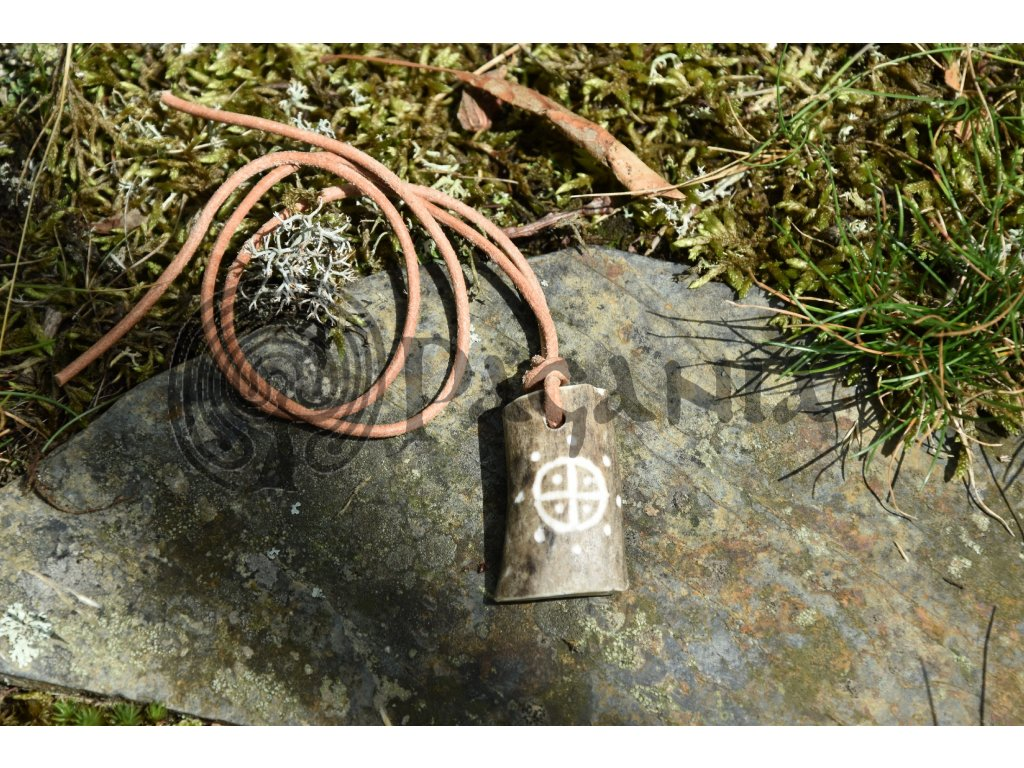 Ochranný sluneční amulet z paroží ručně rytý Helios