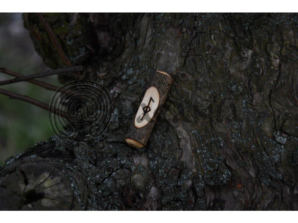 Vikingský amulet ze dřeva mladého dubu zdobený ručním výpalem se symbolem tzv. bind runes - vázaných runových znaků / sigilů. Určeno pro germány a vikingy. Použitelné pro období stěhování národů.  Význam: zdraví a vyléčení