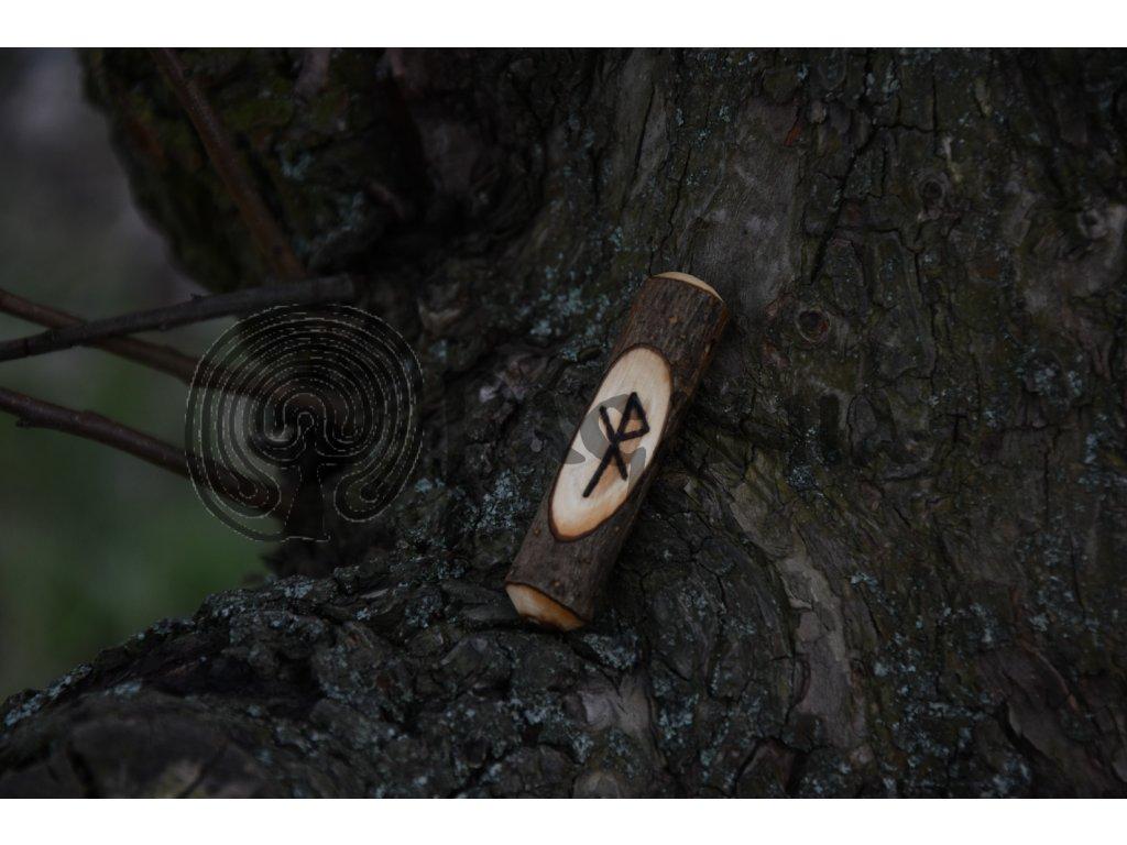 Vikingský amulet ze dřeva mladého dubu zdobený ručním výpalem se symbolem tzv. bind runes - vázaných runových znaků / sigilů. Určeno pro germány a vikingy. Použitelné pro období stěhování národů.  Význam: ochrana na cestách