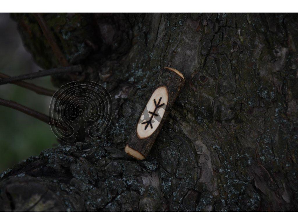 Vikingský amulet ze dřeva mladého dubu zdobený ručním výpalem se symbolem tzv. bind runes - vázaných runových znaků / sigilů. Určeno pro germány a vikingy. Použitelné pro období stěhování národů.  Význam: Vatan, severský strom stvoření, mužský princip