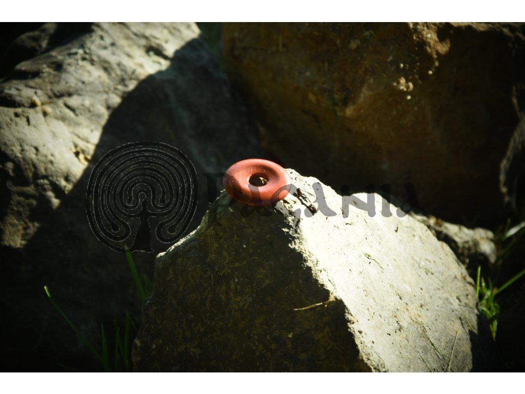 Pohanský amulet z rudého jaspisu je vhodný pro všechny kelty, germány, vikingy, pikty a slovany.