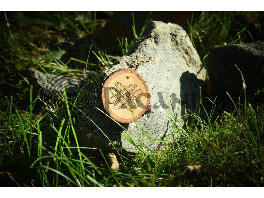 Keltský amulet z lipového dřeva určený pro kelty, iry a skoty. Přívěsek je zdoben symbolem keltského vázaného kříže - a představuje 4 živly (oheň, voda, vzduch, země). Pomáhá při práci s přírodními elementy.