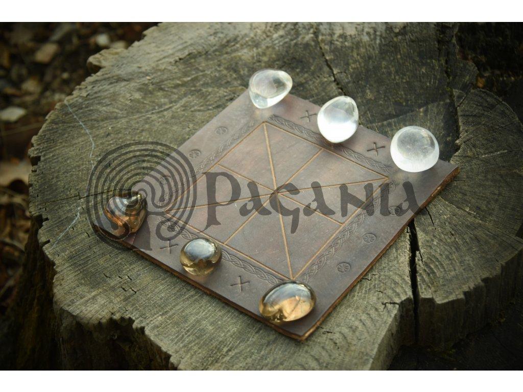 Tres lineatae - starořímská hra. S přírodním křišťálem.