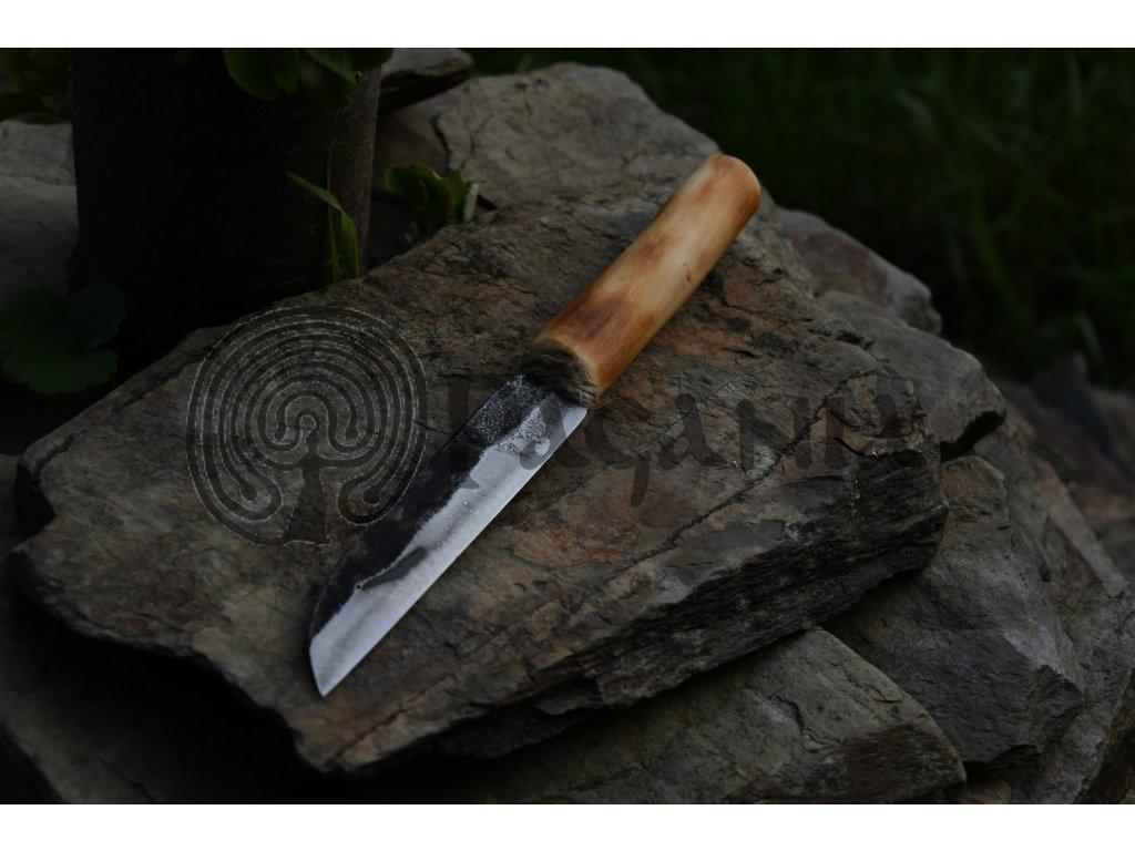 Kovaný nůž k nošení na krku. Osobní EDC nůž - ručně kovaný.