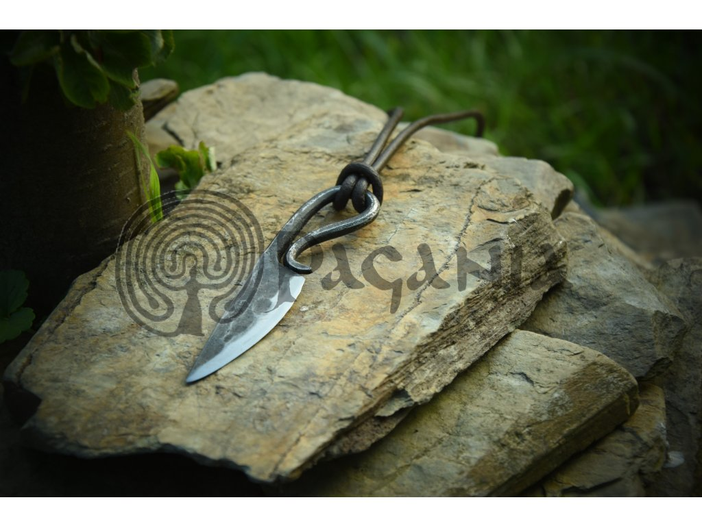 Keltský nůž na krk. Nůž pro kelty a skoty.  EDC survival nůž na krk.
