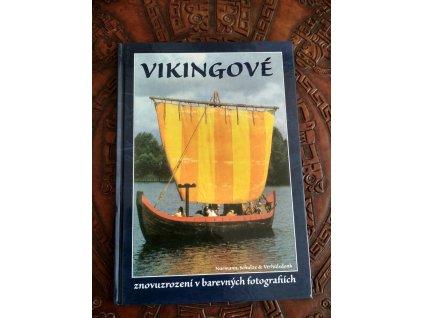 "Kniha ""Vikingové - znovuzrozeni v barevných fotografiích"". Kniha popisuje dobu vikingskou cca 8. - 11. stol.n.l. Pagania Viking Workshops"