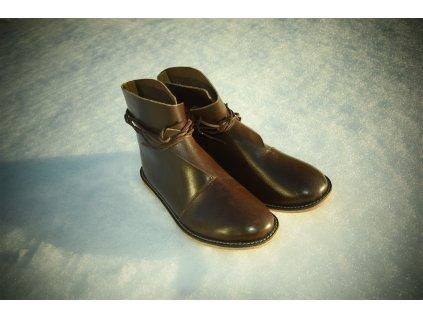 Kožené boty pro raný středověk.