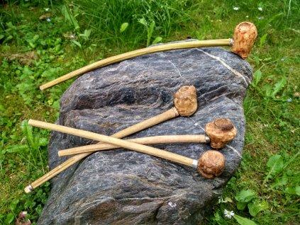 Velká dýmka je ručně vyrobena ze dřeva (dub, buk, habr). Určená pro gurmány a znalce. Vhodná také pro vikingy, pikty, skoty, kelty, germány, slovany, dobu bronzovou a raný středověk.