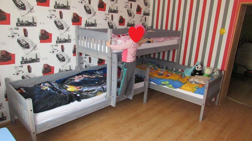 Patrová postel pro tři Albert v odstínu šedá