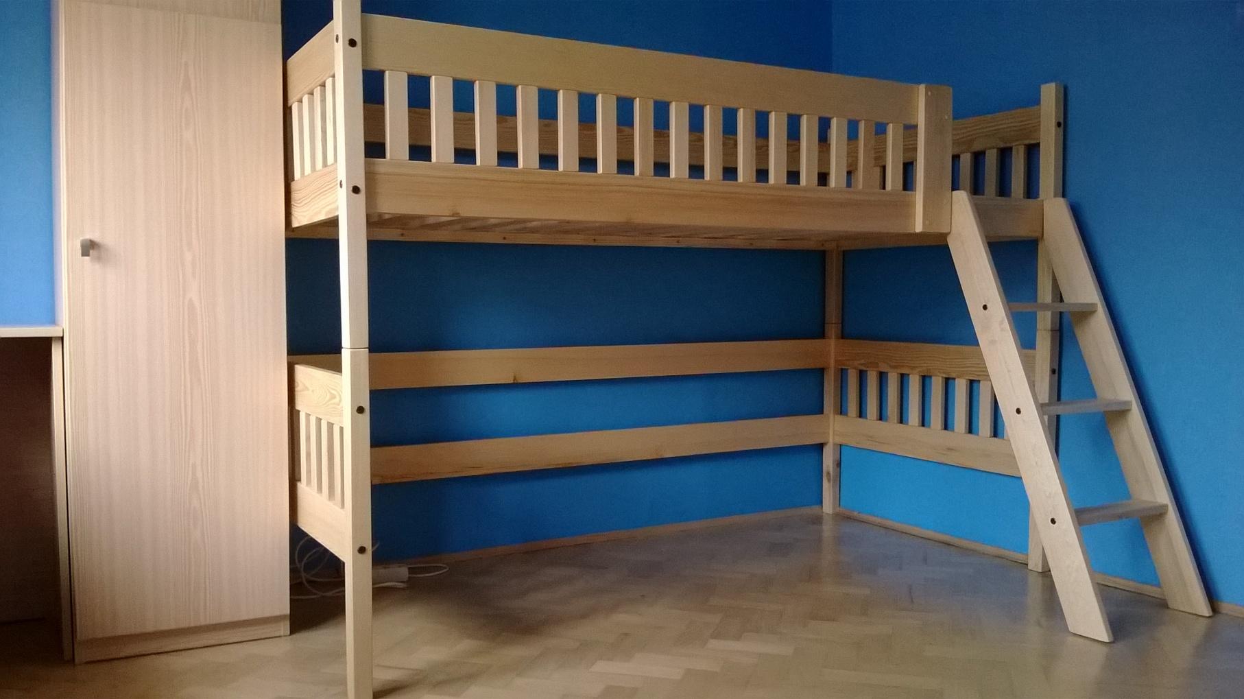 Zvýšená postel Oliver s přední vysokou ohrádkou