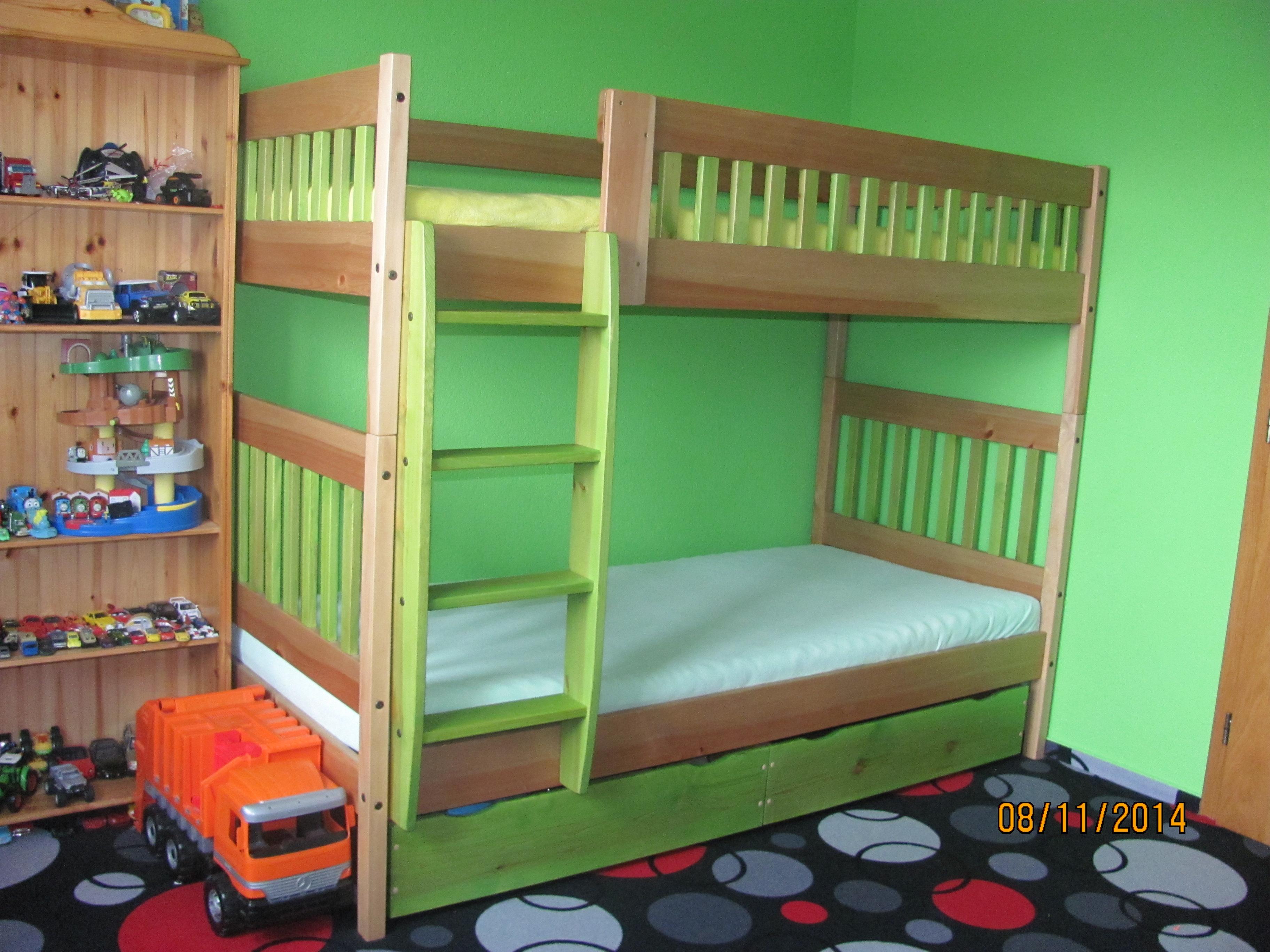 Palanda Daniel do klučičího pokoje v kombinaci zelenožlutá a buk