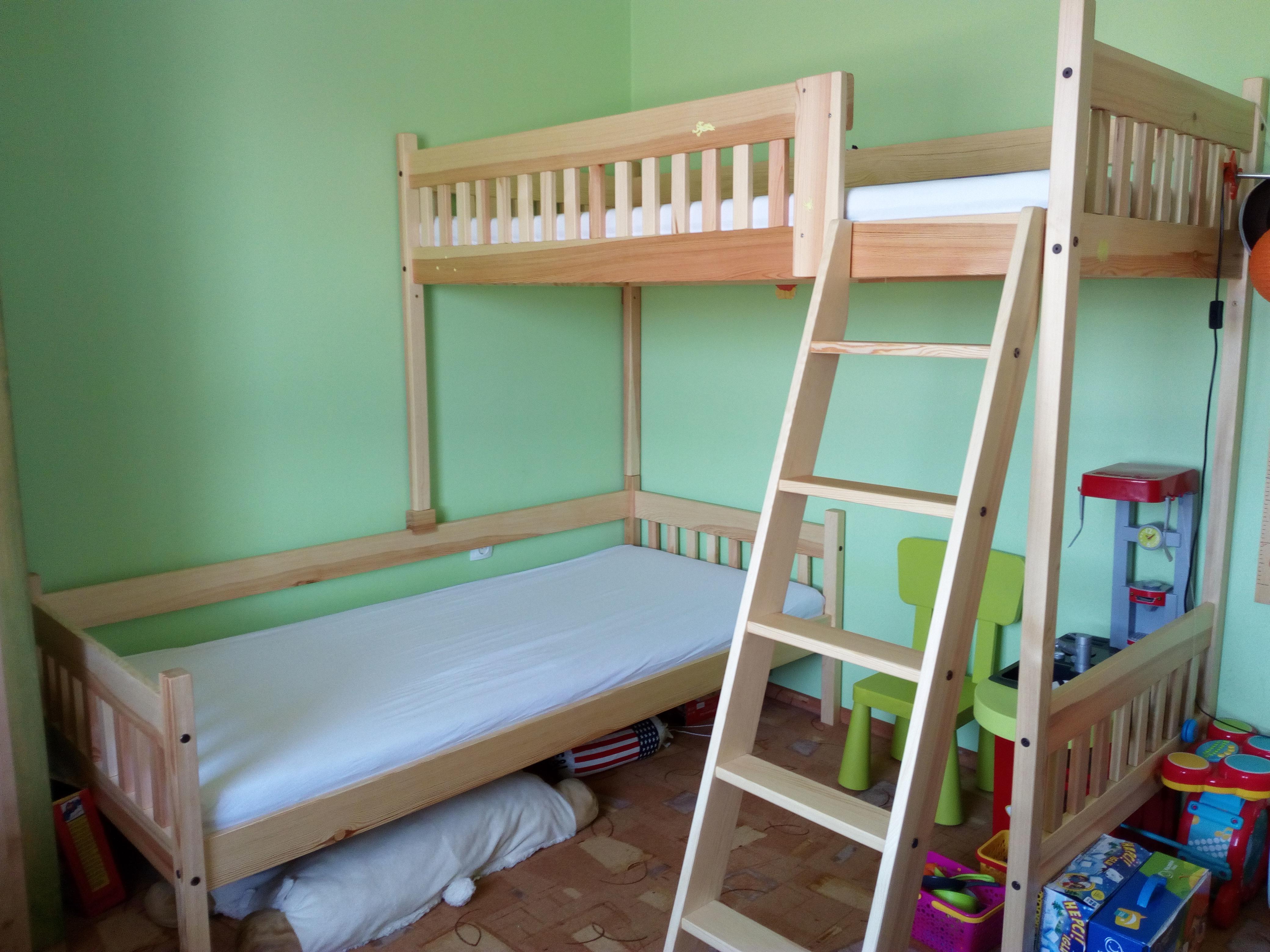 Rohová patrová postel Max s podchozí výškou 140 cm