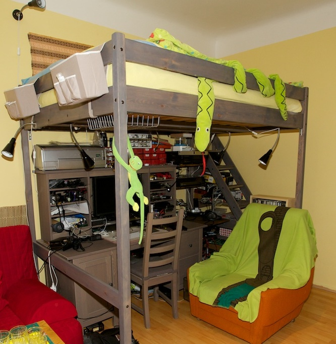 Dvoulůžková patrová postel Matouš šedohnědá atypická úprava